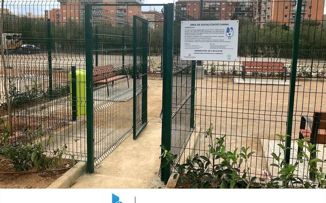 Obras en el parque de socialización canina en el barrio de Torrefiel (Valencia)